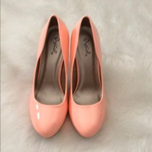 BRAND NEW never worn qupid peach heels